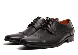 Мужские кожаные классические туфли на шнуровке черные