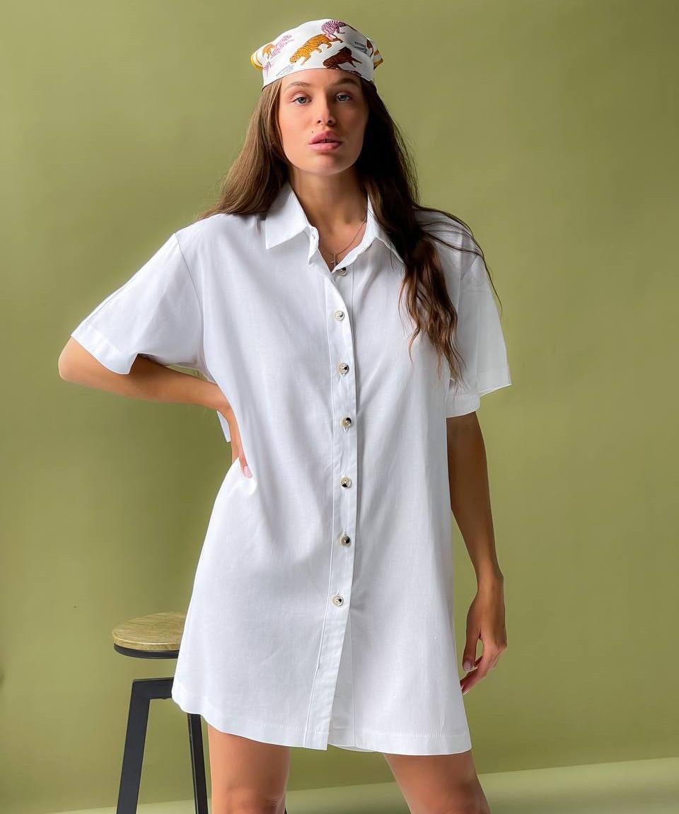 Женское льняное платье-рубашка с разрезом на спине