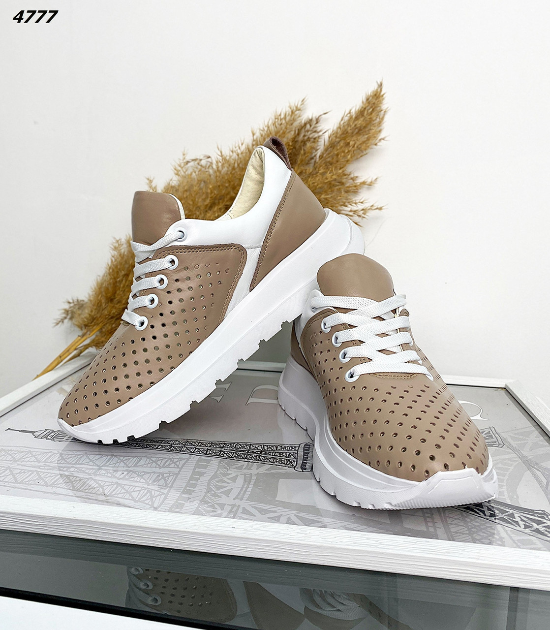 Женские кожаные кроссовки с перфорацией 36,37,39,41 р латте