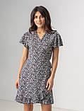 Приятное короткое летнее платье на запах в цветочный принт с V-вырезом в 5 цветах в размере S, M, L, фото 3