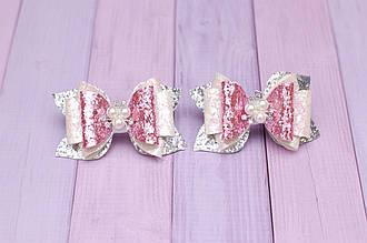 Бантики для волос на резинке детские из экокожи бело-розово-серебристые  украшение подарок для девочки
