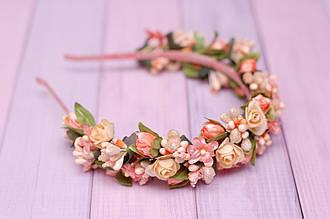 Обруч для волос / ободок на голову / украшение для волос с цветами персиковый