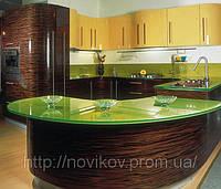 Кухня: фасады шпон высокий глянец, столешница исскуственный камень