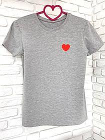 Жіноча футболка бавовна сіра з принтом серце SKL59-259644