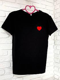Жіноча футболка бавовна чорна з принтом серце SKL59-259645