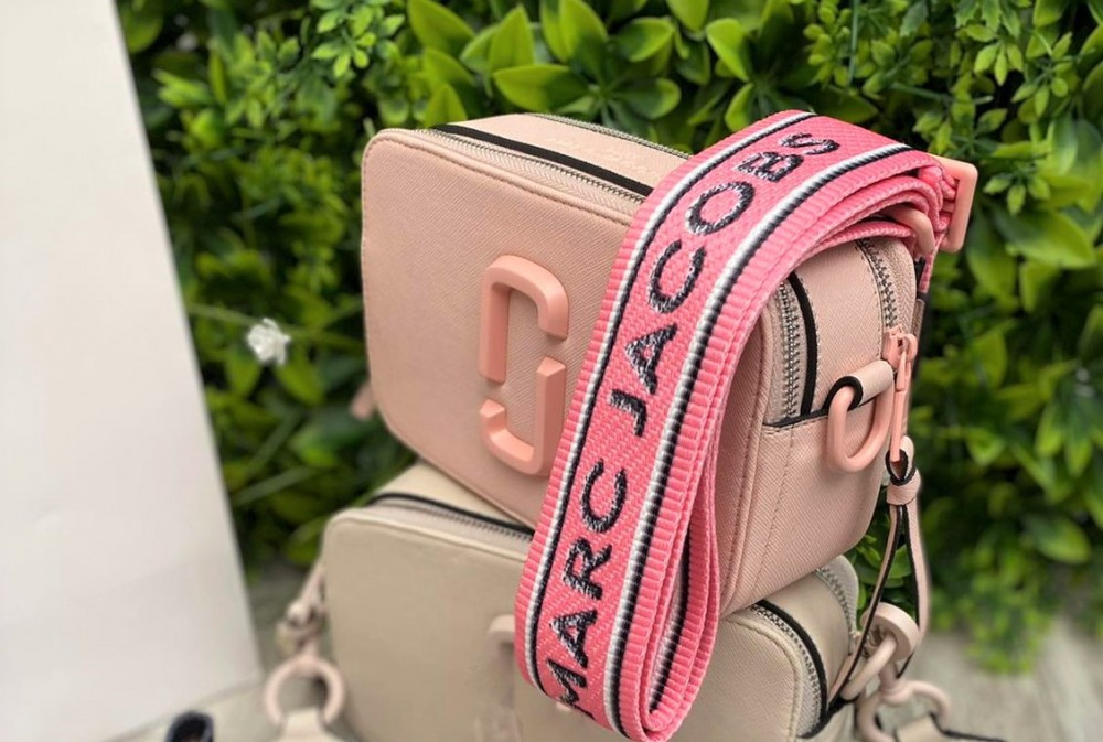 Жіноча сумка Marc Jacobs Snapshot пудра