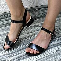Жіночі сандалі чорні класичні