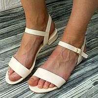 Жіночі бежеві сандалії класичні