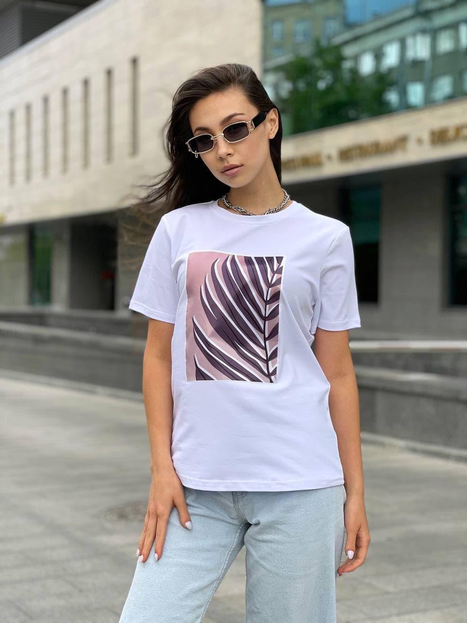 Женская прямая футболка оверсайз на лето с рисунком на груди (р. S, M, L) 5517533