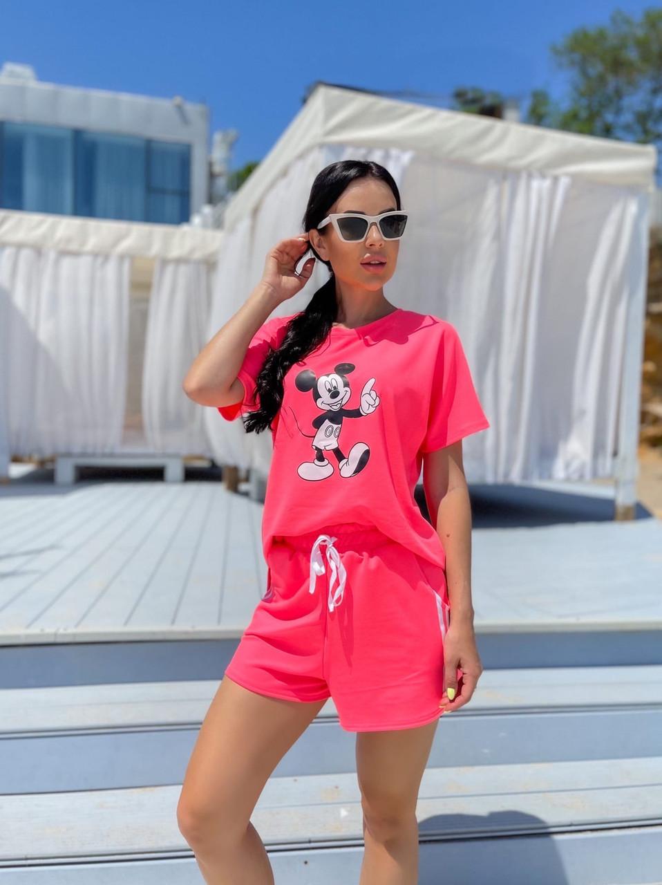 Комплект женский из шорт на резинке и двумя полосками по бокам и футболки с рисунком