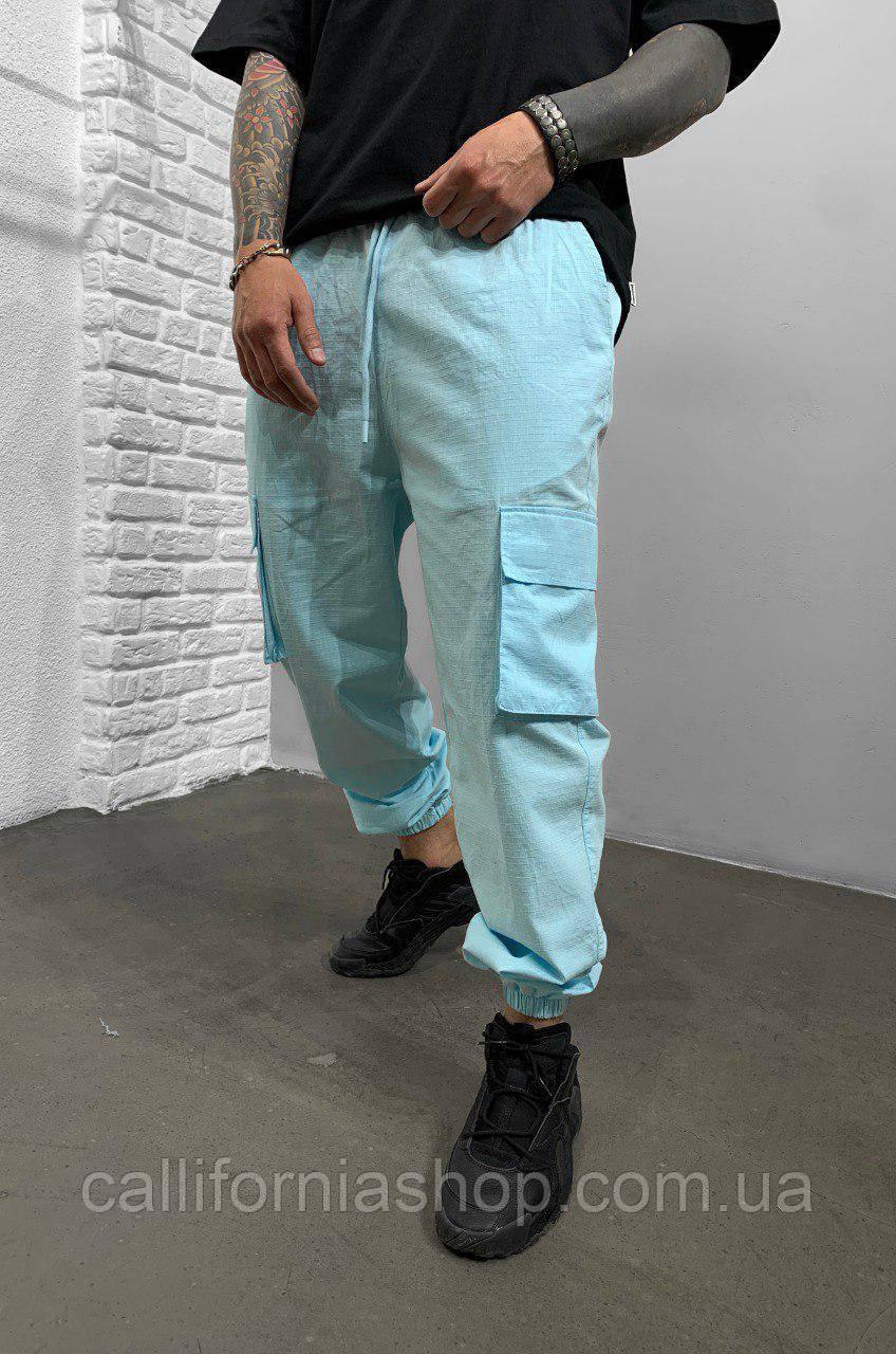 Джоггеры мужские голубого цвета с накладными карманами