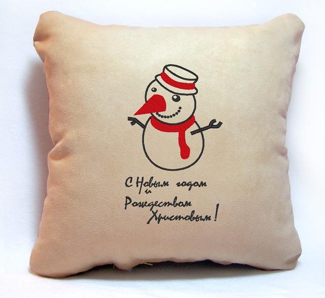 """Новогодняя подушка """"Снеговичок. С Новым годом и Рождеством"""" 35"""