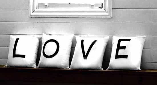 """Набір з 4-х подушок """"LOVE"""""""