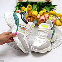 Ультра модные белые женские кроссовки на утолщенной подошве с зелеными вставками
