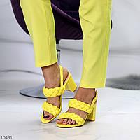 Яркие фактурные желтые женские босоножки на устойчивом каблуке в ассортименте