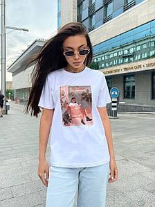 Женская базовая футболка с рисунком читающей девушки 42-48 р