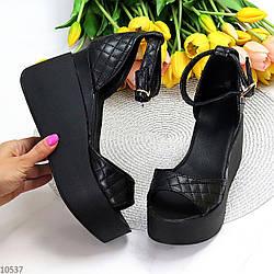 Фактурные черные кожаные женские босоножки натуральная кожа на платформе танкетке