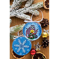 Елочная игрушка Енот и Новый Год Абрис Арт Набор для вышивки бисером АВТ-002