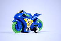 Небольшой игрушечный мотоцикл