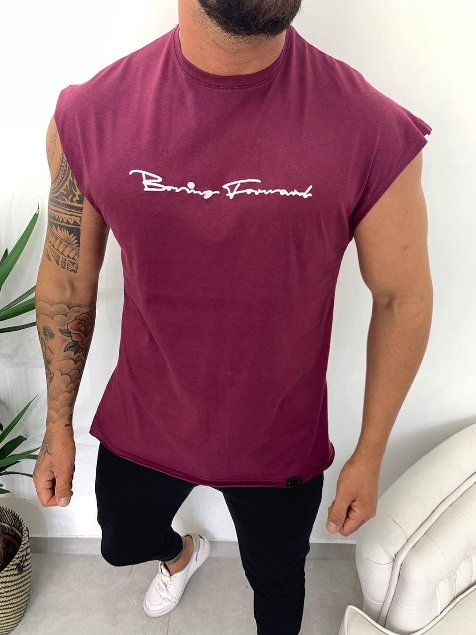 Чоловіча футболка бордового кольору з коротким рукавом