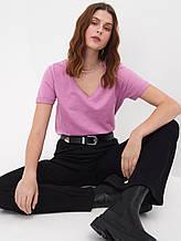 Женская футболка с в образным вырезом