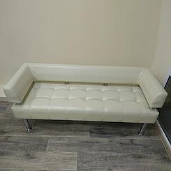 Офісний диван тримісний Тонус молочна екошкіра БЕЗКОШТОВНА ДОСТАВКА