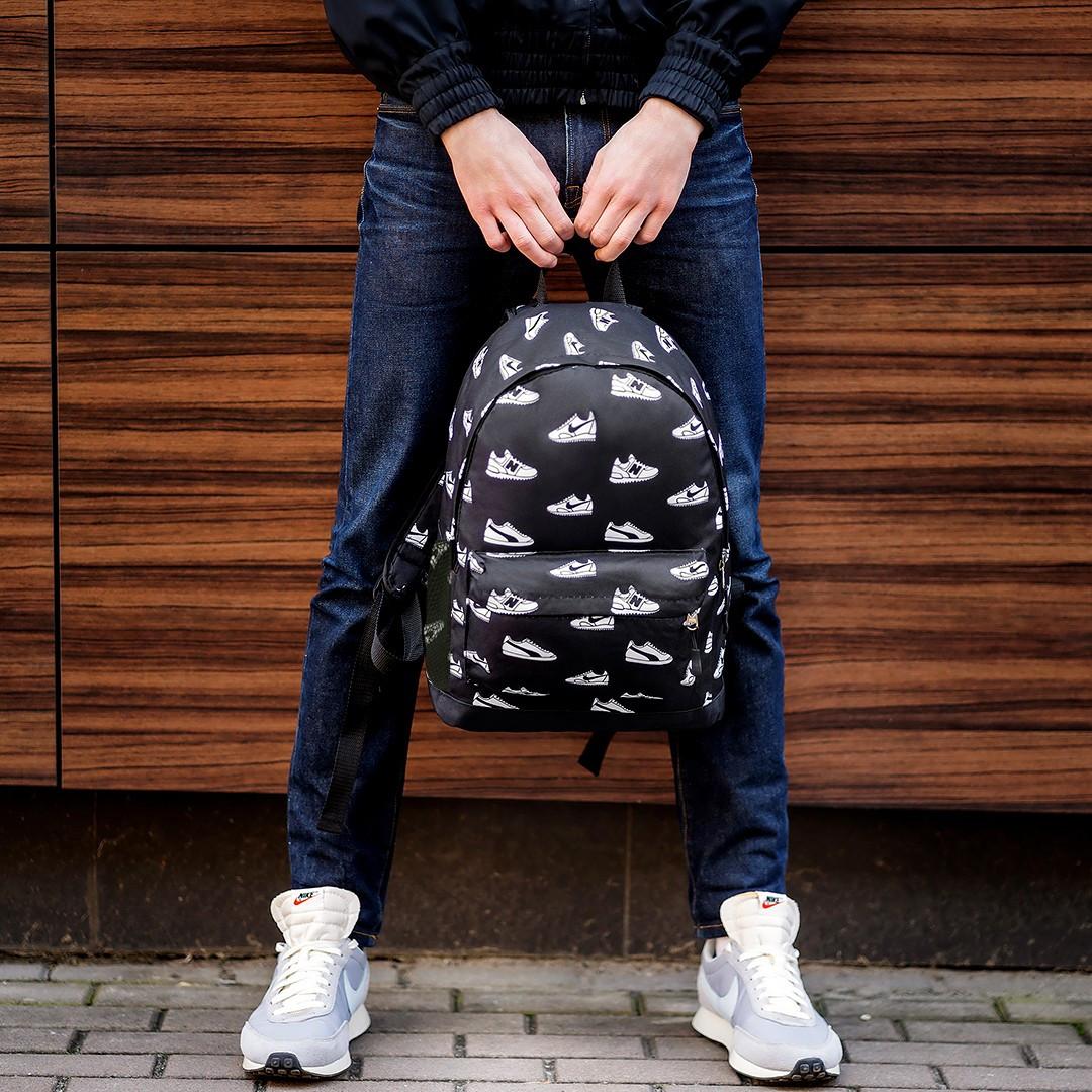 Стильний рюкзак з принтом кросівок Nike, пума, New Balance. Для подорожей, тренувань, навчання.