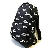 Стильний рюкзак з принтом кросівок Nike, пума, New Balance. Для подорожей, тренувань, навчання., фото 2