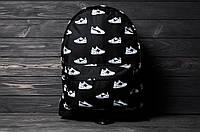 Стильний рюкзак з принтом кросівок Nike, пума, New Balance. Для подорожей, тренувань, навчання., фото 5