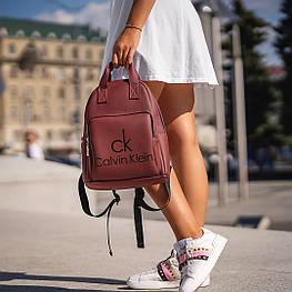 Стильный женский кожаный бордовый рюкзак кельвин. Сумка
