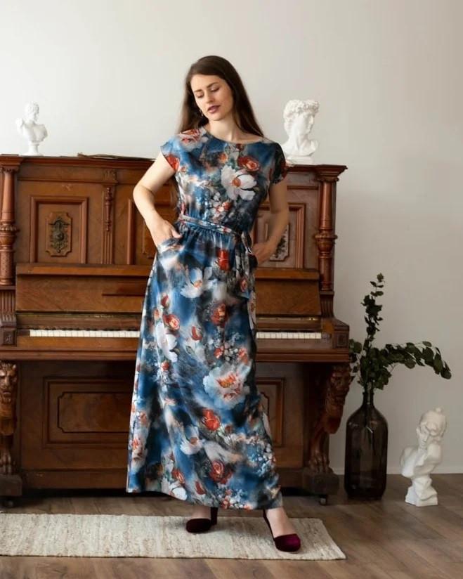 Літнє плаття з принтом синє