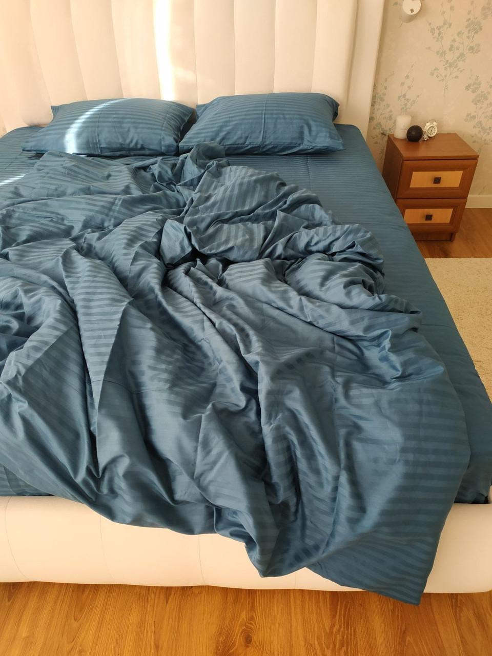 Серое двуспальное постельное белье из страйп-сатина с оттенком синего