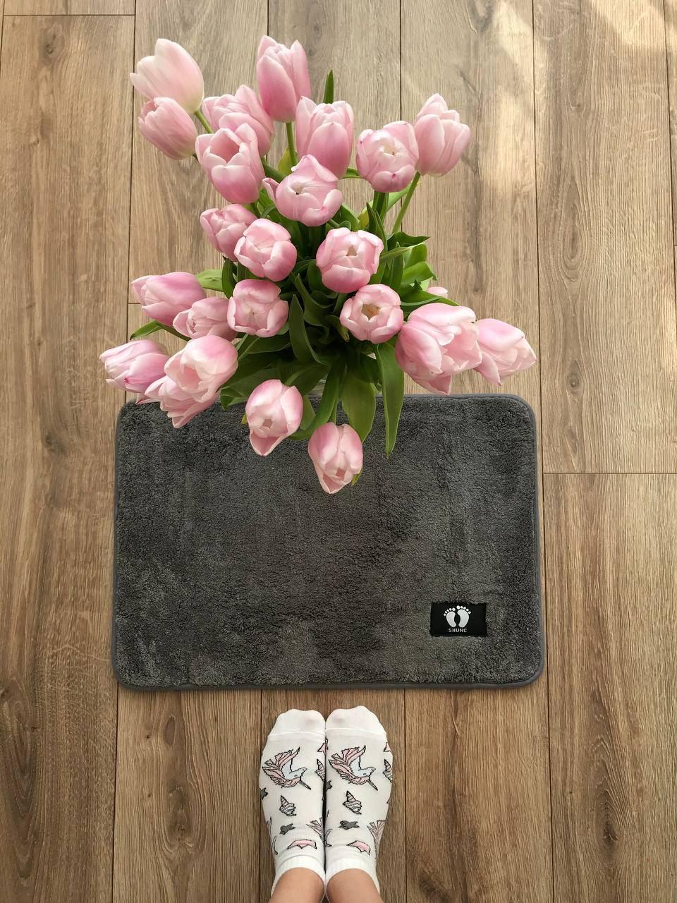 Маленький килимок в кімнату сірий