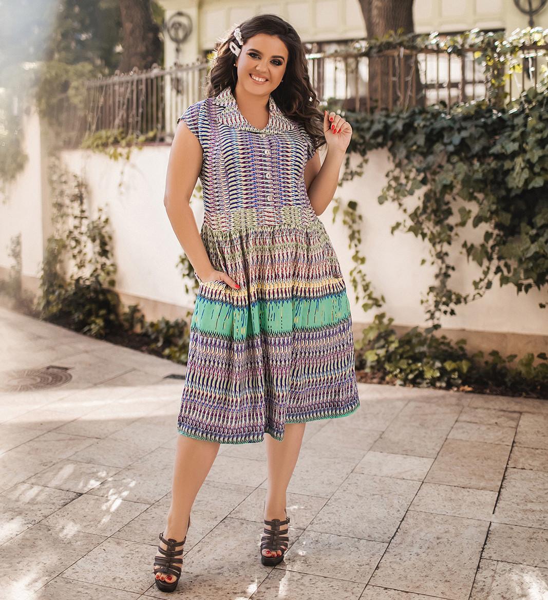 Жіноче літнє приталене плаття з абстрактним принтом