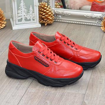 Кроссовки женские кожаные на шнуровке. Цвет красный