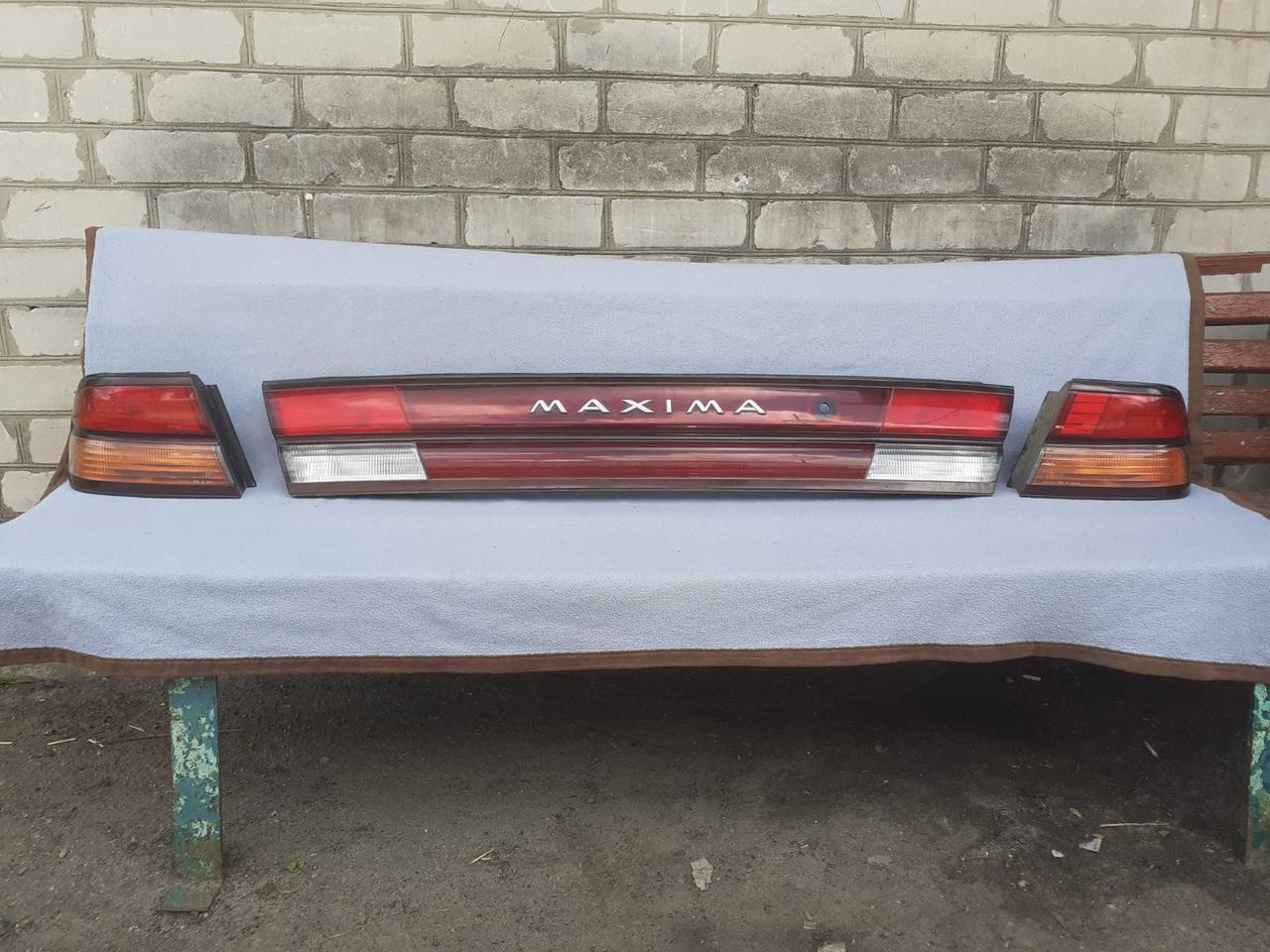 Панель задніх ліхтарів в кришку багажника Nissan Maxima QX32 '97-99