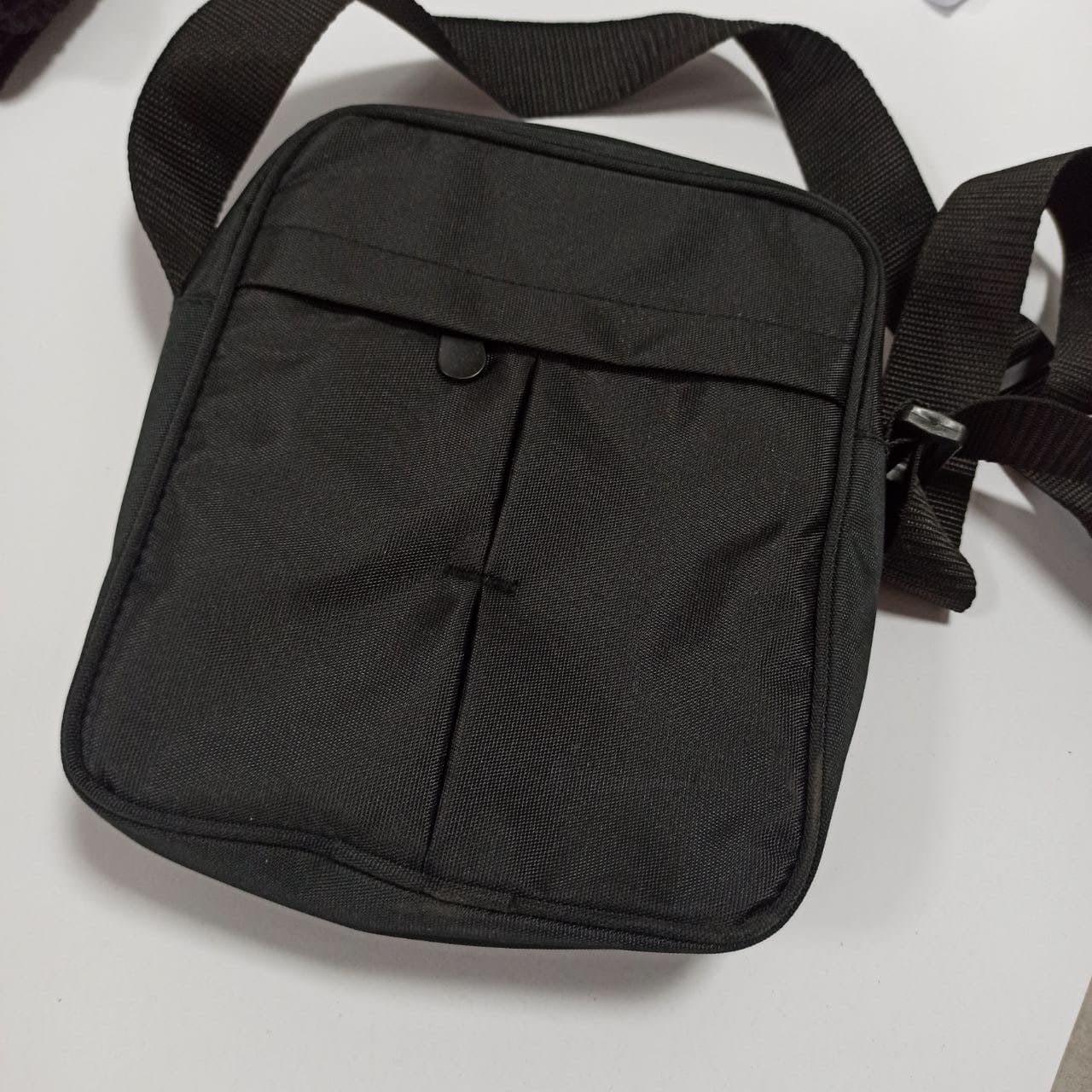 Мужская черная сумка мессенджер  с регулируемым ремнем