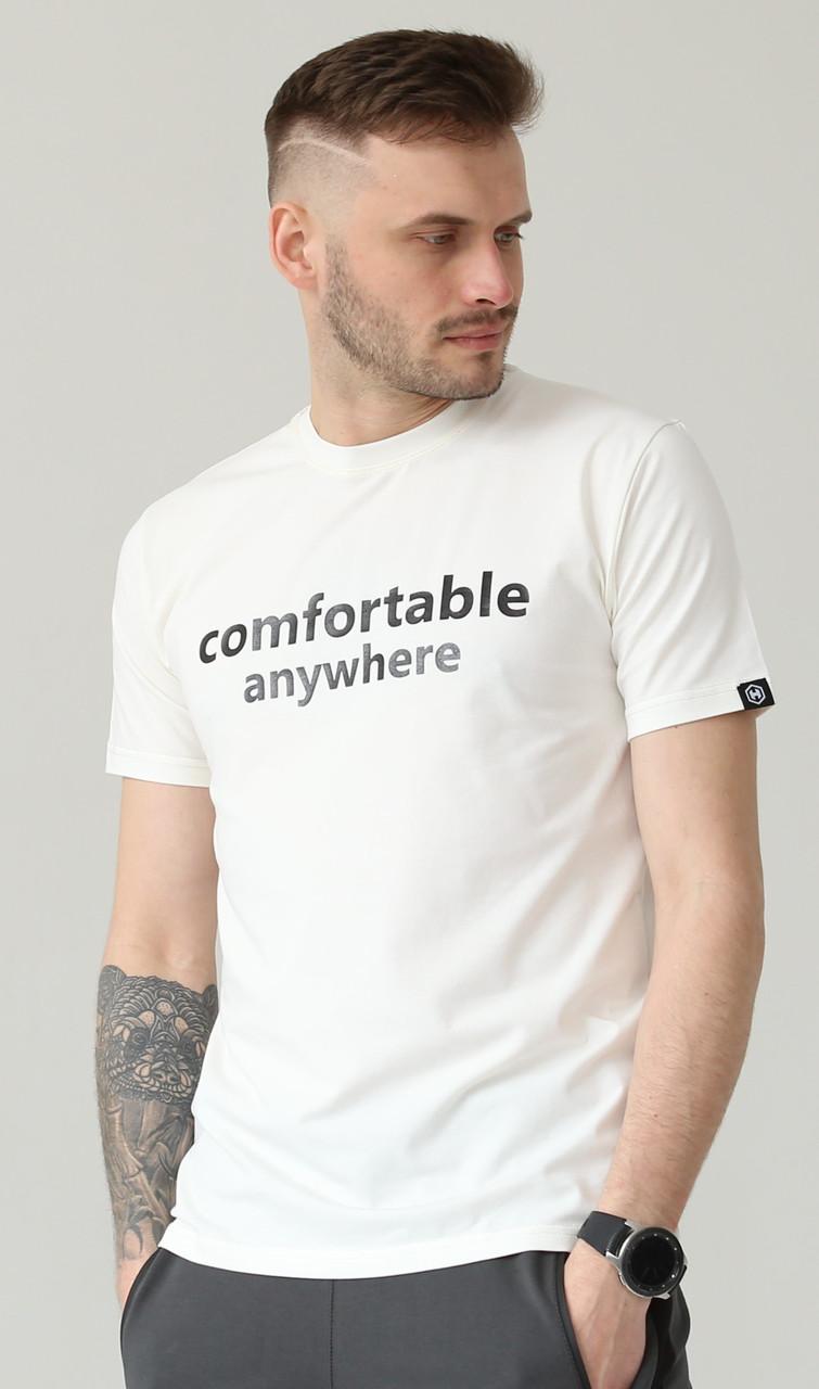 Чоловіча біла бавовняна футболка з написом на грудях з круглою горловиною і коротким рукавом