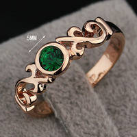 Женское кольцо с вставкой из хрусталя