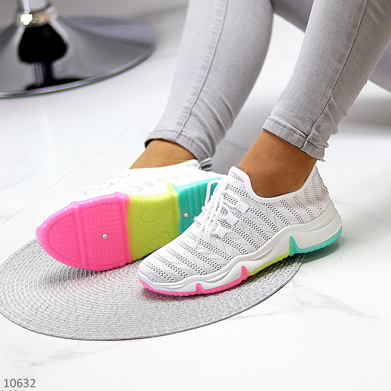 Белые тканевые текстильные женские кроссовки на подошве мультиколор