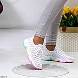 Білі тканинні текстильні жіночі кросівки на підошві мультиколор, фото 4