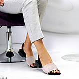 Актуальні сірі жіночі замшеві босоніжки на низькому каблуці, фото 7