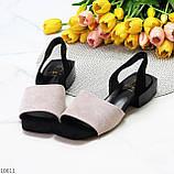 Актуальні сірі жіночі замшеві босоніжки на низькому каблуці, фото 9