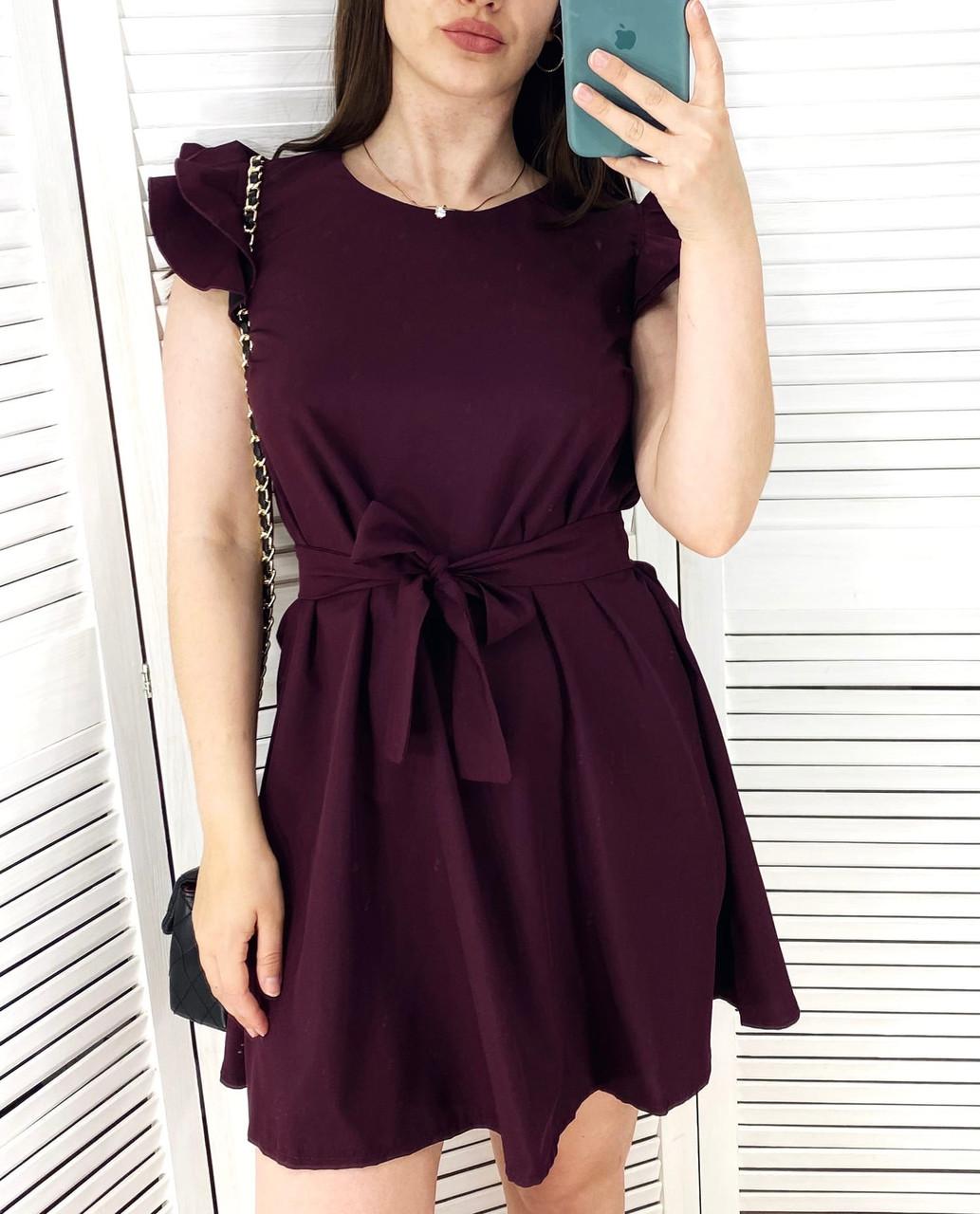 Короткое женское платье свободного кроя с поясом, рукав-двойной рюш