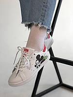 Женские кроссовки Адидас Стан Смит. Модные кроссы белые с красные Adidas Stan Smith White Red Mickey Mouse.