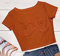 Модная футболка с имитацией корсета.