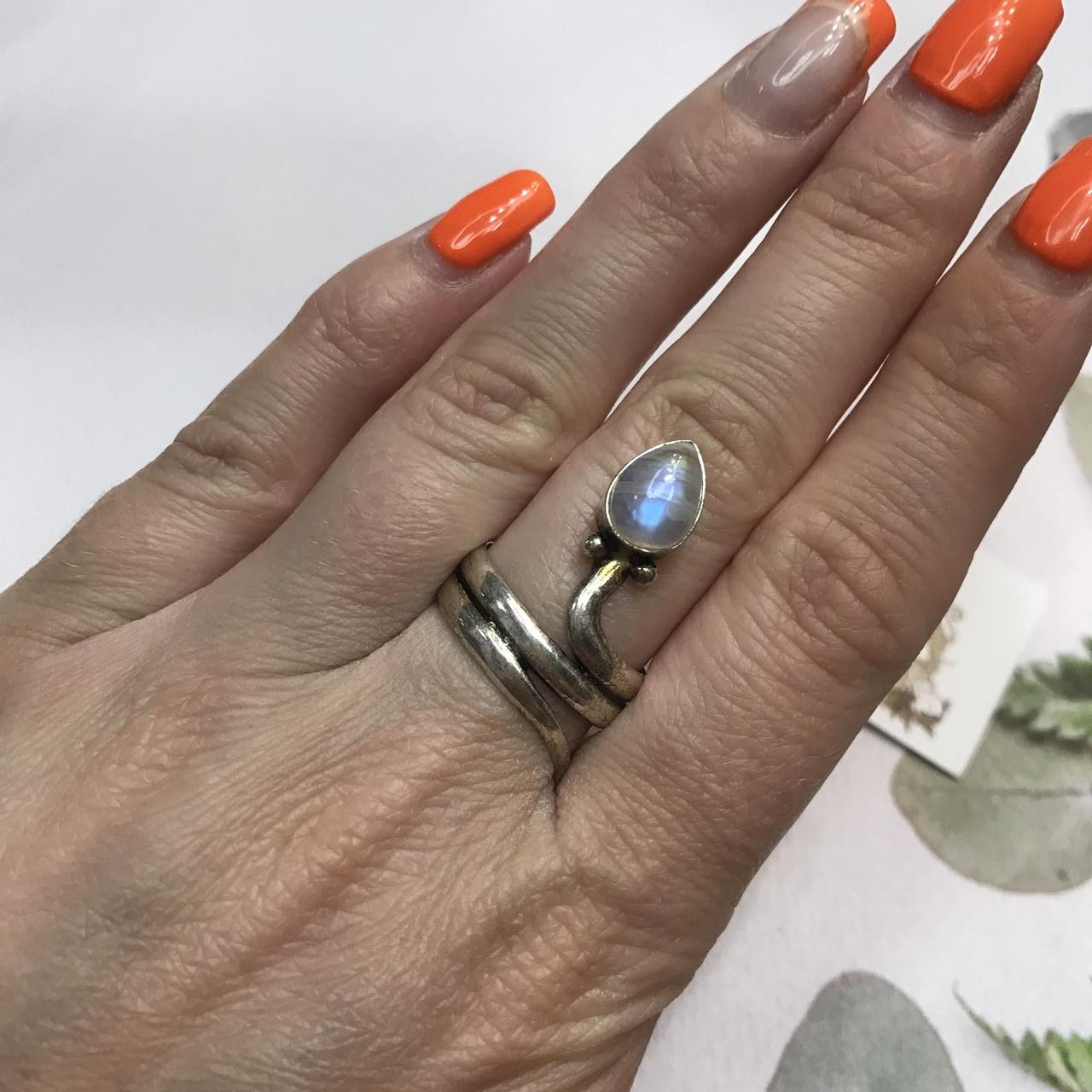 Лунный камень кольцо с натуральным камнем лунный камень в серебре. Кольцо с лунным камнем размер 17,8 Индия
