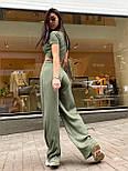 Жіночий брючний костюм з брюками-кльош і укороченою футболкою з трикотажу рубчик (р. 40-46) 22101893, фото 5