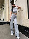 Жіночий брючний костюм з брюками-кльош і укороченою футболкою з трикотажу рубчик (р. 40-46) 22101893, фото 7