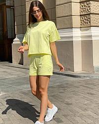 Жіночий літній жовтий костюм з футболки та шортів